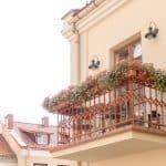 Support balconnière : tout savoir sur ce récipient de plantes